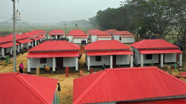 'চোরের গ্রামে '  প্রধানমন্ত্রীর বরাদ্দকৃত ঘর পেতে গৃহহীনদের টাকা দিতে হচ্ছে